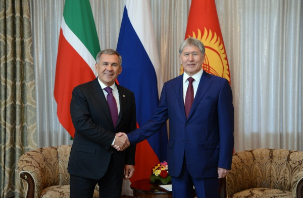 Рустам Минниханов и Алмазбек Атамбаев на встрече в сентябре 2016 года.