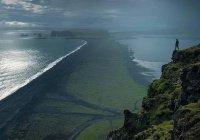 Небеса и земля по сравнению с Курси подобны кольцу, брошенному в пустыне...