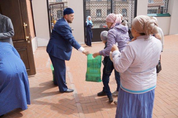 ВКазани 150 нуждающимся раздали 1,5 тонны продуктов