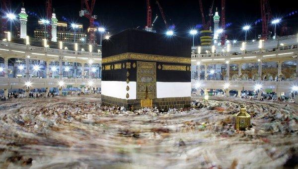 В Рамадан Мекку посещают миллионы мусульман.