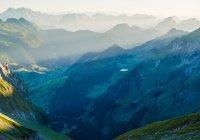 За горой Каф Всевышний создал мир белого цвета...