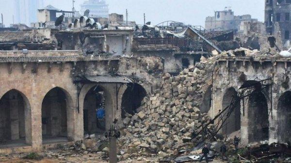 Все, что осталось от исторической мечети в Алеппо.
