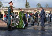 Мутко и Минниханов возложили цветы к Вечному огню в казанском парке Победы
