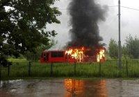 В Казани от удара молнии вспыхнул трамвай (ФОТО)