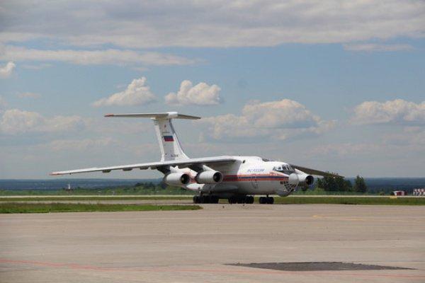 В самолет сели 100 специалистов парашютно-десантной пожарной команды