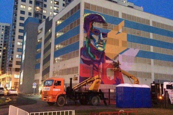 В Казани создали еще одно «футбольное» граффити