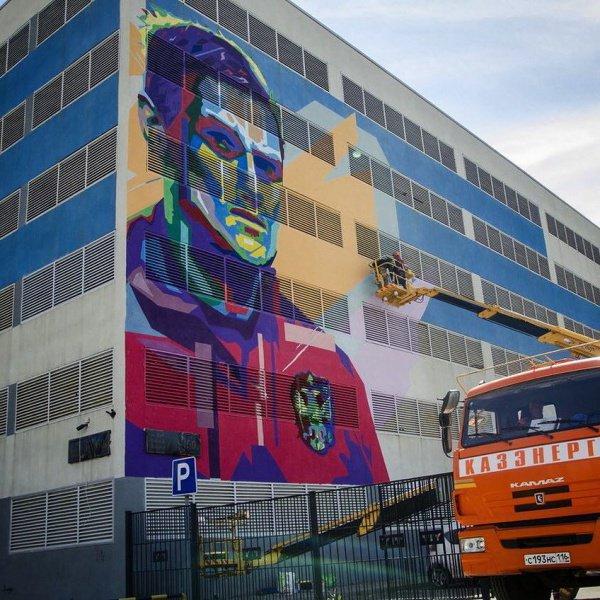 10-метровый портрет футболиста нарисовали в Казани (ФОТО, ВИДЕО)