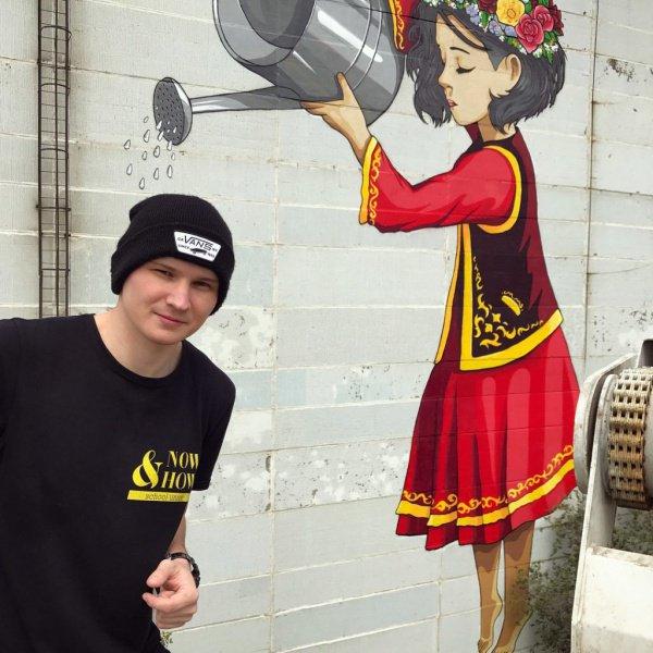 В Казани появилась 10-этажная татарская девочка с лейкой (ФОТО)