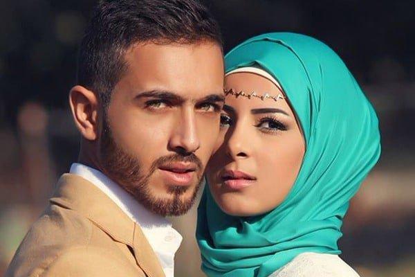 «Согласно установленному порядку, жены имеют такие же права, как и мужья, хотя мужья и выше их по положению» (аль-Бакара 2/228)