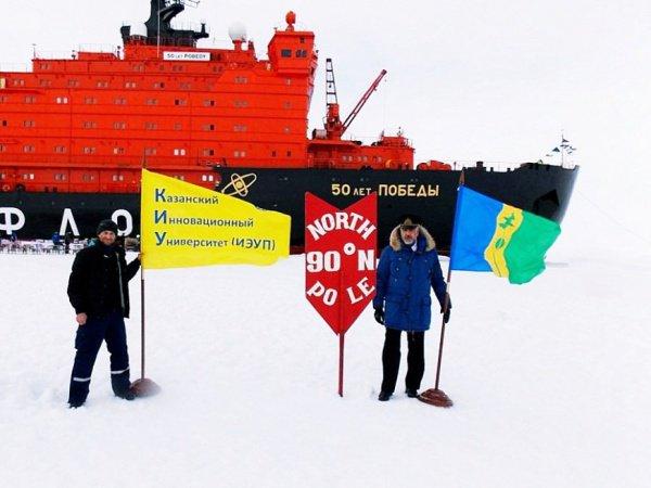 Капитан ледокола помогал нижнекамцу в установке флагов