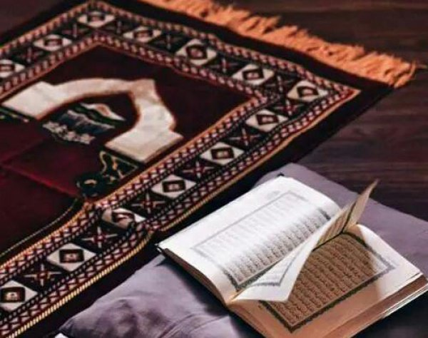 «Тому, чтобы их пожертвования были приняты, мешает только то, что они не веруют в Аллаха и Его посланника, лениво совершают намаз и нехотя делают пожертвования» (9:54)