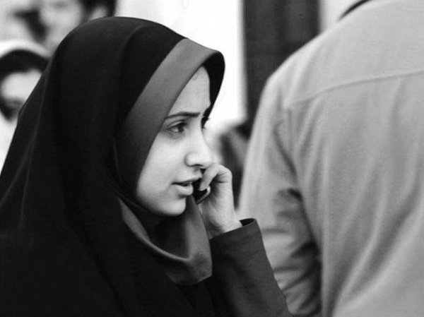 «Прелюбодейку и прелюбодея – каждого из них высеките сто раз. Пусть не овладевает вами жалость к ним ради религии Аллаха, если вы веруете в Аллаха и в Последний день. А свидетелями их наказания пусть будет группа верующих» (ан-Нур 24/2)