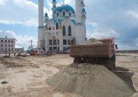 В Казанском кремле сняли брусчатку