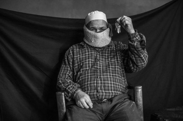 Ключи от дома: несмотря на то, что Абдул не уверен в сохранности своего дома, он искренне надеяться вернуться в свою квартиру в Дамаске. Он, еего жена и трое детей пока живет в лагере для беженцев в Ливане
