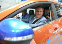 Минниханов совершил тест-драйв казахского электромобиля
