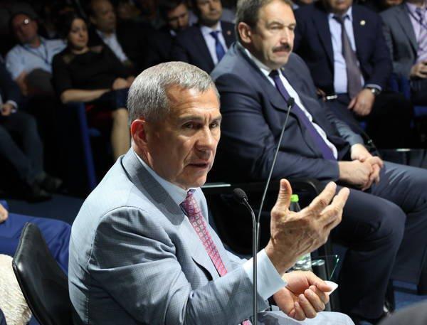 По словам Минниханова, взаимоотношения между властью и предпринимателями должны быть четко регламентированы