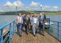 Рустам Минниханов приплыл на нефтяной саммит на катере