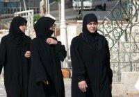 В Таджикистане обеспокоены «популярностью» у мусульманок черной одежды