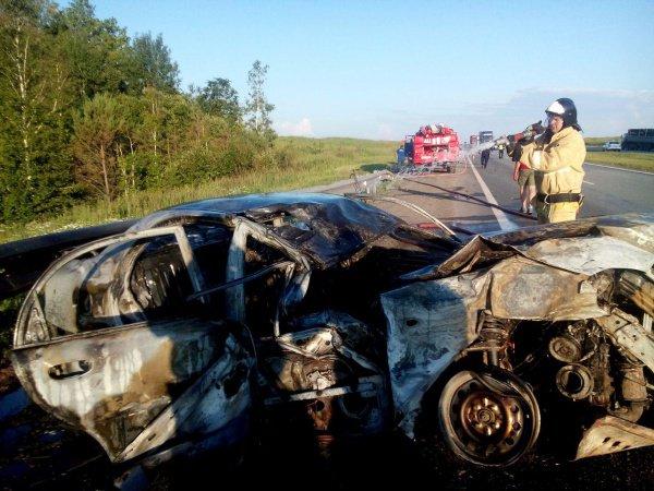 В результате аварии, взрыва и пожара пострадали водитель и 4 пассажира