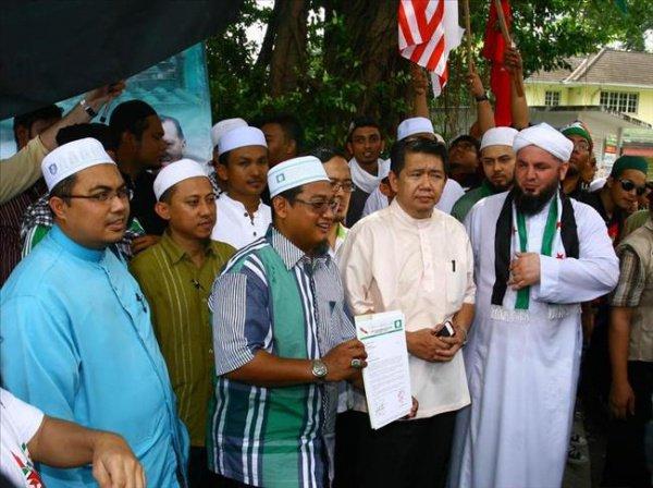 Парламент малазийского штата ввел наказание за нарушение законов шариата.