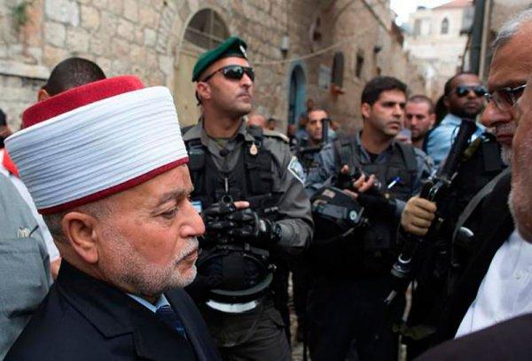 Полиция допрашивала муфтия в течение нескольких часов.