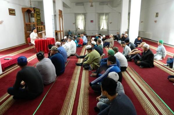 В мечетях Киргизии будут читать лекции по вопросам здоровья.