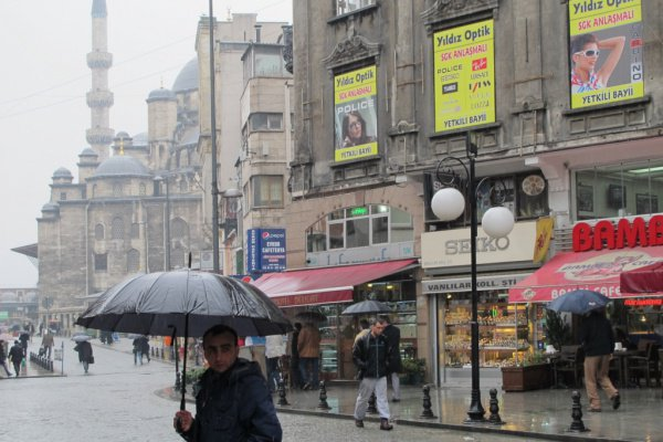 ВСтамбуле из-за дождей затоплены станции метро