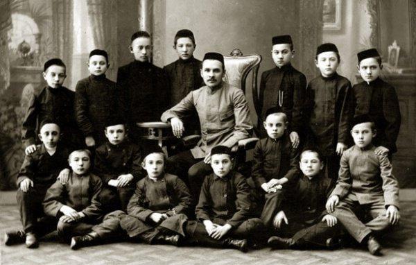 Как важнейшим достижением в 1927 году ОГПУ называло сокращение числа религиозных школ