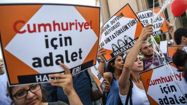 ВТурции корреспондентов судят пообвинению в«терроризме»