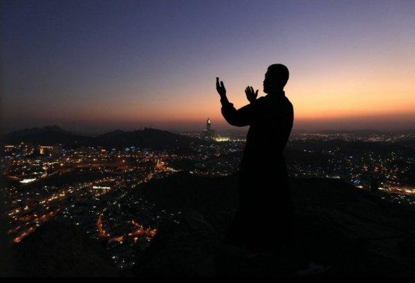 """""""С наступлением последней трети каждой ночи Всеблагой и Всевышний Господь наш нисходит к нижнему небу"""""""