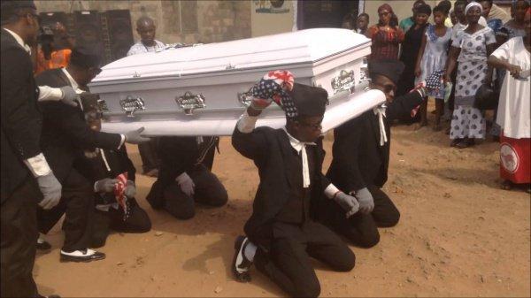Танцы на похоронах.