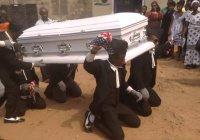 Африканская похоронная традиция ошарашила интернет-пользователей (Видео)