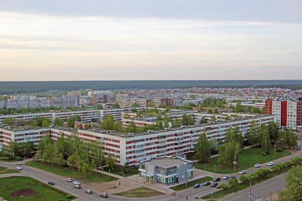 Общая длина здания составляет 1 102 метра, количество подъездов — 62