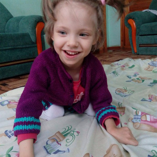 Азалия очень добрая, милая и терпеливая девочка