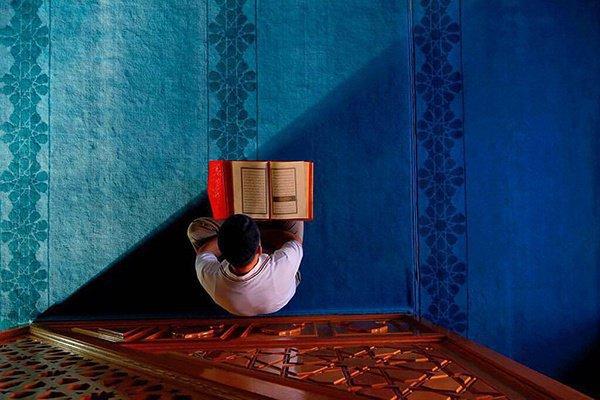 """""""Появятся люди со стороны востока, которые (много и хорошо) читают Коран, а он не будет доходить ниже их глоток .."""""""