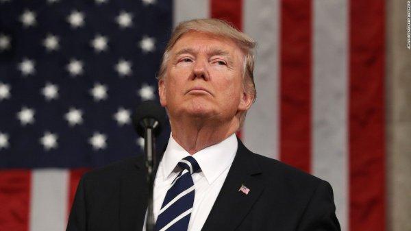 Трамп ужесточает миграционный контроль.