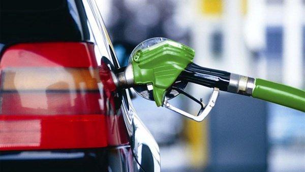 В начале года цены на бензин в рознице сдерживались властями