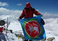 Флаг Татарстана установлен на вершине Чон-Алайского хребта (ФОТО)