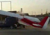 В Чечне столкнулись самолет и грузовик (Видео)