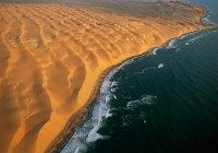 Земля и небеса, луна и солнце обратились к Аллаху с жалобой...