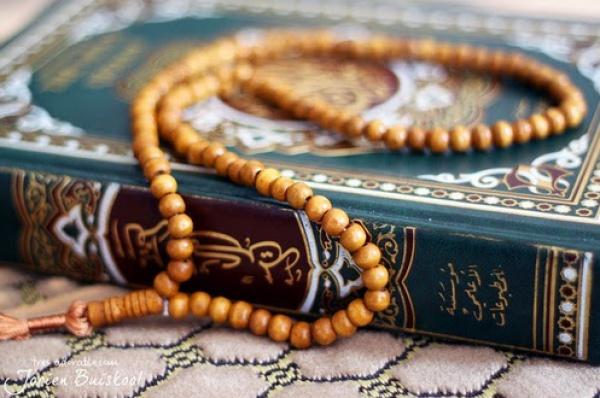 «Поистине лицемеры обманывают Аллаха, но наоборот, Аллах Тааля их обманывает»