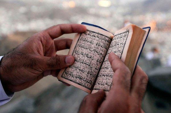 """""""«Кто вышел из повиновения, отделился от джама'ата и умер, тот умер смертью джахилиййи.."""""""