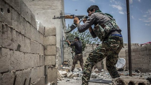 Боевики ИГИЛ ведут ожесточенные бои за каждый квартал.