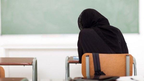 Мусульманка изсоедененных штатов отсудила затребование милиции снять хиджаб 85 тыс. долларов