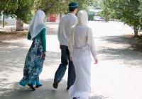 """Исламская линия доверия: """"Муж взял вторую жену, а ей сказал, что развелся..."""""""