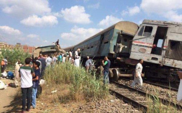5 вагонов и тепловоз сошли с рельсов из-за удара