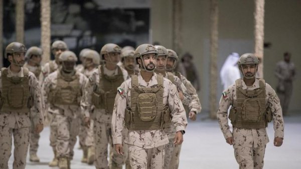 Абу-Даби шейх Зайед служит в президентской гвардии
