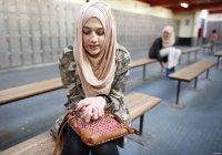 В Таджикистане в школах запретили бороды и хиджабы