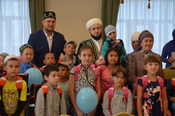 Муфтий РТ поздравил будущих школьников с наступающим Днем знаний