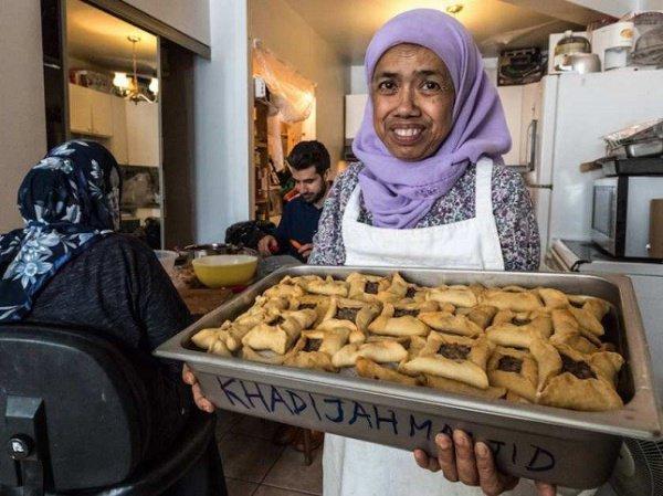 Сабария Хусейн активно участвует в жизни городской уммы, готовя для мечетей тысячи блюд